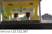 Купить «Touristic bus driving to Bai Dinh Temple, Vietnam», видеоролик № 23722387, снято 28 октября 2015 г. (c) Данил Руденко / Фотобанк Лори