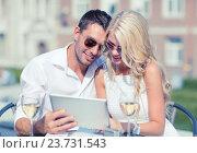 Купить «couple looking at tablet pc in cafe», фото № 23731543, снято 14 июля 2013 г. (c) Syda Productions / Фотобанк Лори