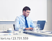 Купить «businessman with laptop working in office», фото № 23731559, снято 25 октября 2014 г. (c) Syda Productions / Фотобанк Лори