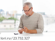 Купить «senior man with glucometer checking blood sugar», фото № 23732327, снято 7 июля 2016 г. (c) Syda Productions / Фотобанк Лори