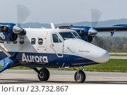 Купить «Самолет DHC-6-400 авиакомпании Аврора», фото № 23732867, снято 12 декабря 2017 г. (c) Антон Афанасьев / Фотобанк Лори