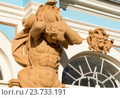 Купить «Атлант и Лев на фасаде Екатерининского дворца. Город Пушкин», эксклюзивное фото № 23733191, снято 7 октября 2016 г. (c) Александр Щепин / Фотобанк Лори