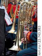 Купить «Музыканты оркестра держат тромбоны», фото № 23743383, снято 4 июня 2016 г. (c) Павел Кулинич / Фотобанк Лори