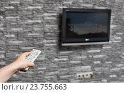 Купить «Рука с пультом управления телевизором переключает каналы», фото № 23755663, снято 22 мая 2011 г. (c) Кекяляйнен Андрей / Фотобанк Лори