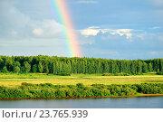 Купить «Летний лесной пейзаж  - зеленый лес и река с высоты птичьего полета и яркая радуга на небе», фото № 23765939, снято 1 августа 2015 г. (c) Зезелина Марина / Фотобанк Лори