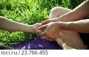 Купить «Тайский массаж. Мужские руки делают массаж женских рук.», видеоролик № 23786455, снято 16 сентября 2016 г. (c) ActionStore / Фотобанк Лори
