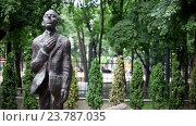 Купить «Памятник поэту Осипу Мандельштаму в Воронеже, Россия», видеоролик № 23787035, снято 16 мая 2016 г. (c) ActionStore / Фотобанк Лори
