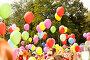 Дети с цветными воздушными шарами на фестивале цветов. Самара, фото № 23813067, снято 30 июля 2016 г. (c) Акиньшин Владимир / Фотобанк Лори