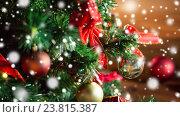 Купить «close up of christmas tree decorated with balls», фото № 23815387, снято 7 октября 2015 г. (c) Syda Productions / Фотобанк Лори