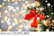 Купить «close up of red bow decoration on christmas tree», фото № 23815403, снято 7 октября 2015 г. (c) Syda Productions / Фотобанк Лори