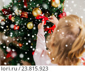 Купить «close up of child decorating christmas tree», фото № 23815923, снято 8 октября 2015 г. (c) Syda Productions / Фотобанк Лори