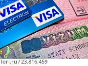 Купить «Банковские карты и шенгенская виза в паспорте », фото № 23816459, снято 17 ноября 2015 г. (c) Сергеев Валерий / Фотобанк Лори