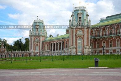 Облачный сентябрьский день у Царицынского дворца. Москва