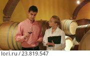 Купить «Male owner of winery having conversation with technician», видеоролик № 23819547, снято 1 октября 2016 г. (c) Яков Филимонов / Фотобанк Лори