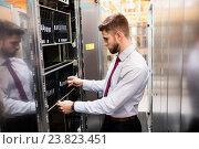 Купить «Technician examining server», фото № 23823451, снято 13 апреля 2016 г. (c) Wavebreak Media / Фотобанк Лори