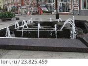 Городской фонтан. Самара (2016 год). Редакционное фото, фотограф Алексей Сварцов / Фотобанк Лори