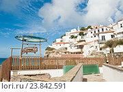 Купить «Вывеска ресторана Azenhas do Mar Piscinas. Вид на город Azenhas do Mar. Португалия», фото № 23842591, снято 15 октября 2016 г. (c) Екатерина Овсянникова / Фотобанк Лори