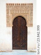Door of Courtyard of the Myrtles , Alhambra (2016 год). Редакционное фото, фотограф Яков Филимонов / Фотобанк Лори
