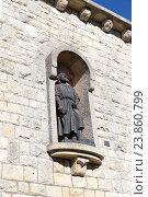 Купить «Статуя в стене крепости Сан-Марино», фото № 23860799, снято 6 ноября 2015 г. (c) Евгений Ткачёв / Фотобанк Лори