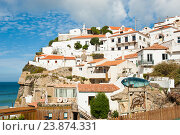 Вид на город Azenhas do Mar. Португалия (2016 год). Редакционное фото, фотограф E. O. / Фотобанк Лори