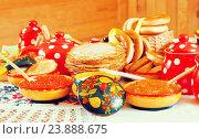 Купить «Pancake with red caviar», фото № 23888675, снято 6 марта 2011 г. (c) Яков Филимонов / Фотобанк Лори