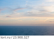 Красивый закат. Вид на Атлантический океан с Мыса Рока (Cabo da Roca). Португалия (2016 год). Стоковое фото, фотограф E. O. / Фотобанк Лори