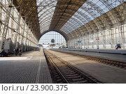 Купить «Дебаркадер Киевского вокзала. Москва», фото № 23900375, снято 21 апреля 2014 г. (c) Free Wind / Фотобанк Лори