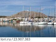 Купить «Яхты, пришвартованны на набережной в порту (Греция, остров Саламин)», фото № 23907383, снято 23 октября 2016 г. (c) Татьяна Ляпи / Фотобанк Лори