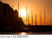 Морской порт на закате, теплый свет. Стоковое фото, фотограф Павел / Фотобанк Лори