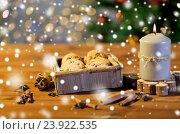 Купить «close up of christmas oat cookies on wooden table», фото № 23922535, снято 1 октября 2015 г. (c) Syda Productions / Фотобанк Лори