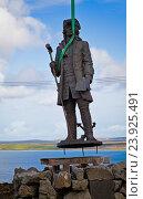 Купить «Установка памятника Витусу Берингу», фото № 23925491, снято 16 сентября 2016 г. (c) Дмитрий УТКИН / Фотобанк Лори