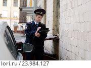 Купить «Участковый уполномоченный полиции оформляет протокол», фото № 23984127, снято 3 июля 2014 г. (c) Free Wind / Фотобанк Лори