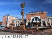 Купить «Привокзальная площадь с фонтаном и железнодорожный вокзал станции Биробиджан-I, Биробиджан», эксклюзивное фото № 23986467, снято 25 октября 2016 г. (c) Алексей Гусев / Фотобанк Лори