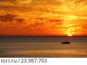 Солнце садиться в море, эксклюзивное фото № 23987703, снято 2 октября 2016 г. (c) Dmitry29 / Фотобанк Лори