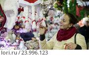 Купить «girl shopping at festive fair», видеоролик № 23996123, снято 2 декабря 2015 г. (c) Яков Филимонов / Фотобанк Лори