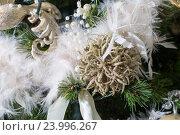 Купить «Рождественская елка с украшениями», фото № 23996267, снято 28 октября 2016 г. (c) Олег Шеломенцев / Фотобанк Лори