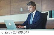 Купить «Mature businessman in office», видеоролик № 23999347, снято 17 ноября 2019 г. (c) Raev Denis / Фотобанк Лори