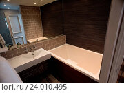 Купить «Modern bathroom with glass screened shower», фото № 24010495, снято 1 июня 2015 г. (c) easy Fotostock / Фотобанк Лори