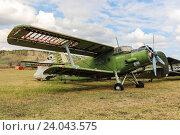 Старый самолет Ан-2 на фоне облаков (2013 год). Редакционное фото, фотограф Константин Пекарь / Фотобанк Лори