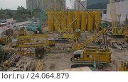 Купить «Works on construction site in Hong Kong», видеоролик № 24064879, снято 19 сентября 2016 г. (c) Данил Руденко / Фотобанк Лори