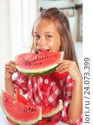 Купить «Child eating watermelon», фото № 24073399, снято 22 июля 2014 г. (c) easy Fotostock / Фотобанк Лори