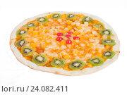 Пицца сладкая с киви, апельсинами на белом фоне. Стоковое фото, фотограф Кривцов Алексей / Фотобанк Лори