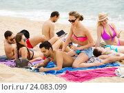 Купить «couple using cream for sunburn», фото № 24083099, снято 22 мая 2018 г. (c) Яков Филимонов / Фотобанк Лори
