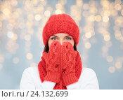 Купить «surprised woman in hat, scarf and mittens», фото № 24132699, снято 15 августа 2013 г. (c) Syda Productions / Фотобанк Лори
