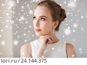 Купить «beautiful woman in white with diamond earring», фото № 24144375, снято 14 апреля 2016 г. (c) Syda Productions / Фотобанк Лори
