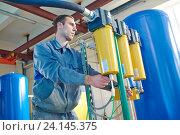 Купить «serviceman operating industrial water purification or filtration equipment», фото № 24145375, снято 30 сентября 2016 г. (c) Дмитрий Калиновский / Фотобанк Лори