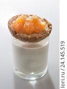 Купить «Поджаренный хлеб с вареньем на стакане с молоком», фото № 24145519, снято 24 января 2016 г. (c) AlphaBravo / Фотобанк Лори
