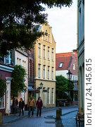 Leer, Germany, people in the small streets of Leer (2014 год). Редакционное фото, агентство Caro Photoagency / Фотобанк Лори