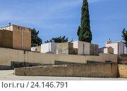 Купить «Фамильные склепы на городском кладбище недалеко от Агридженто, Сицилия, Италия», фото № 24146791, снято 29 июня 2016 г. (c) Николай Коржов / Фотобанк Лори
