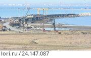 Строительство моста через керченский пролив, вид со стороны таманского полуострова по состоянию на ноябрь 2016. Стоковое видео, видеограф Иванов Алексей / Фотобанк Лори